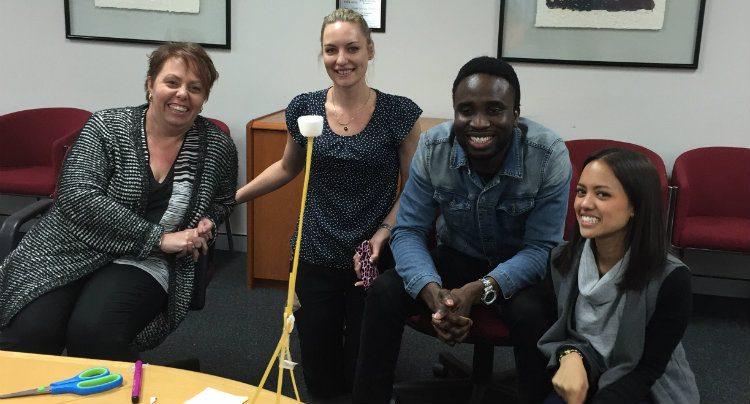 marshmallow-challenge-team-communicate
